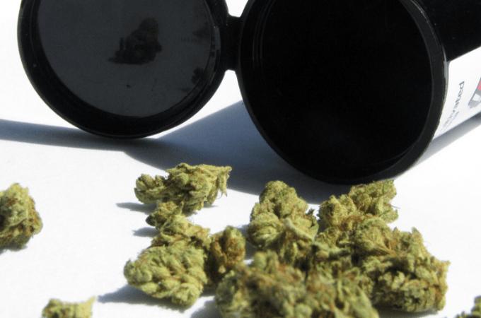 find a weed dealer online